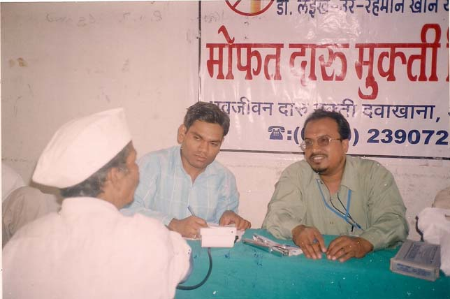 Dr. Layeeq ur Rahman Khan being assissted by Dr. Pimpalkar